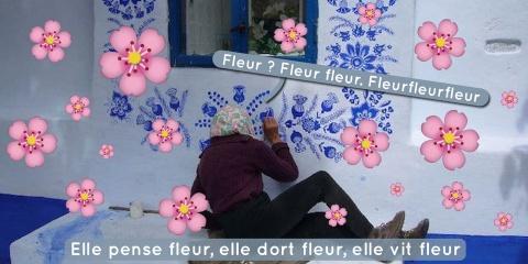 Une vieille dame peint de magnifiques fleurs...