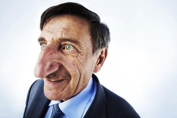 L\u0027homme avec le plus long nez du monde  8,8cm de longueur