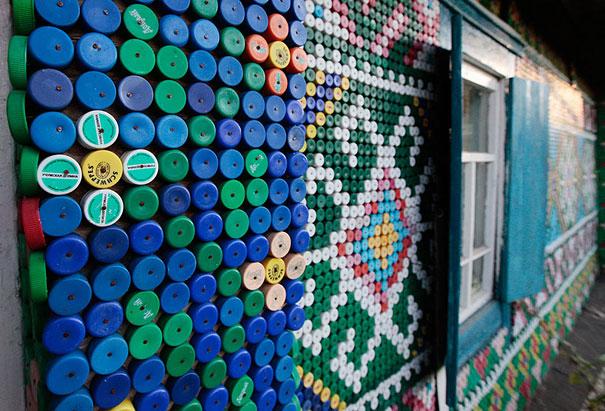 21 fa ons astucieuses de recycler des bouteilles en plastique en objets du quotidien. Black Bedroom Furniture Sets. Home Design Ideas