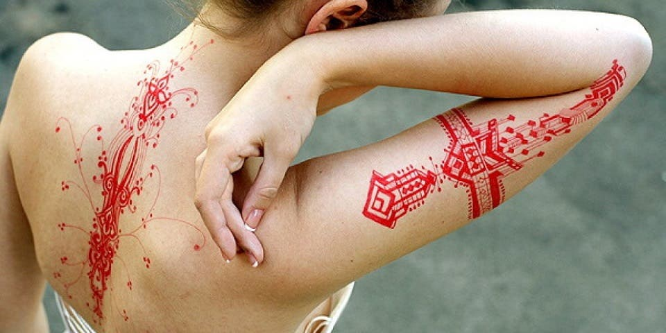 on vous pr sente les derni res tendances tatouages qui font fureur tattoos aquarelle encre. Black Bedroom Furniture Sets. Home Design Ideas
