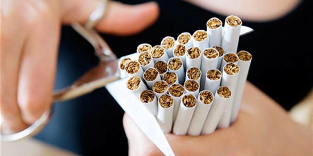 cigarette géante fille