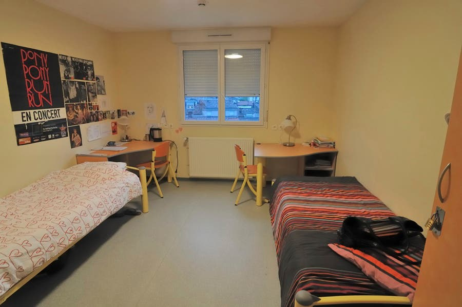 chambre internat jaune