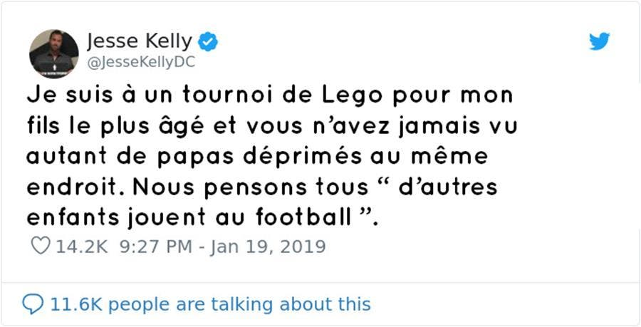 Moque Tournoi Son Incendier Père Et Se Fait De Un Fils À Lego 3Aqc4RjL5
