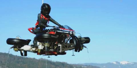 La première moto volante au monde a été inven...