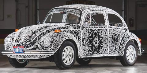 Un artiste transforme une Volkswagen en oeuvr...