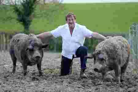 fermiers heureux cochons