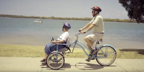 Grâce à ce vélo, les personnes à mobilité réd...