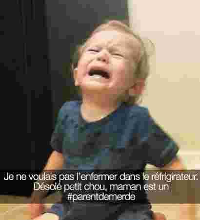 bebe garcon blond pleurs souhait enfermer frigo interdit