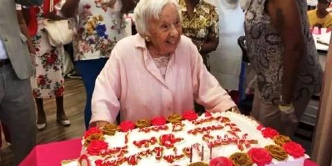 À 107 ans, elle explique que sa longévité est...