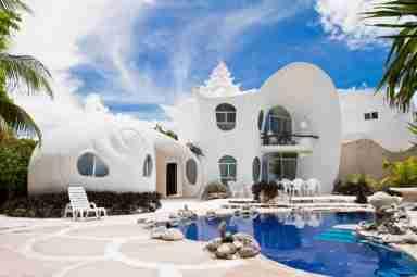 Voici les plus belles perles du monde louer sur airbnb for Plus belle villa du monde