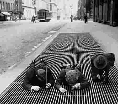 Garçons pêchent égouts New-York 1930