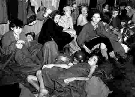 femmes dans un camp nazi