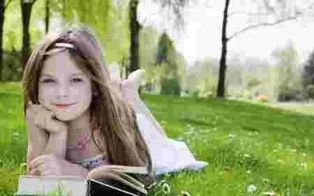 fille lecture parc