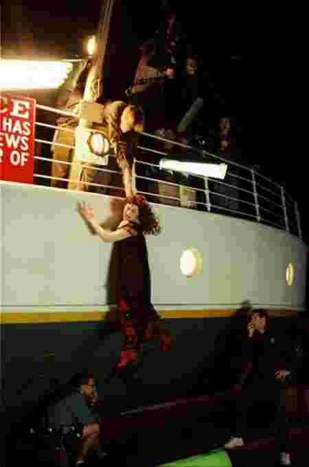 11 images rares du tournage du film titanic pour voir l 39 envers du d cor. Black Bedroom Furniture Sets. Home Design Ideas