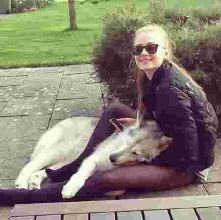 sophie turner lady chien