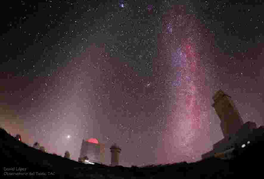 ciel rouge lumière zodiacale